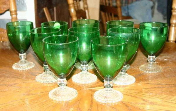 1015: Eleven Footed Green Glasses