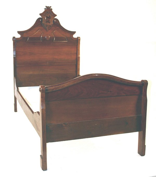 612: Victorian Walnut Youth Bed