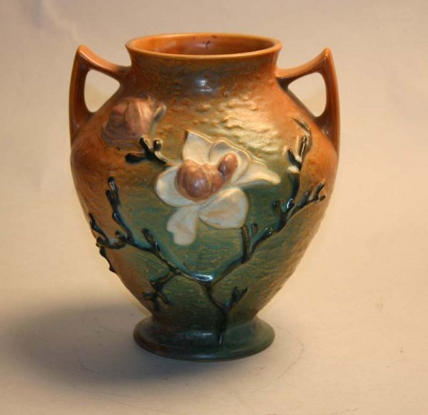 1008: Roseville 92-8 Magnolia Vase. Good Condition
