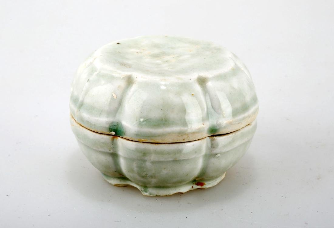 A YINGQING GLAZED CELADON BOX AND COVER.C234.