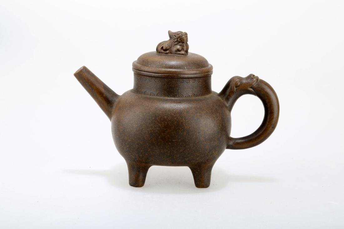 A CHINESE YIXING CLAY TEAPOT WITH LID &