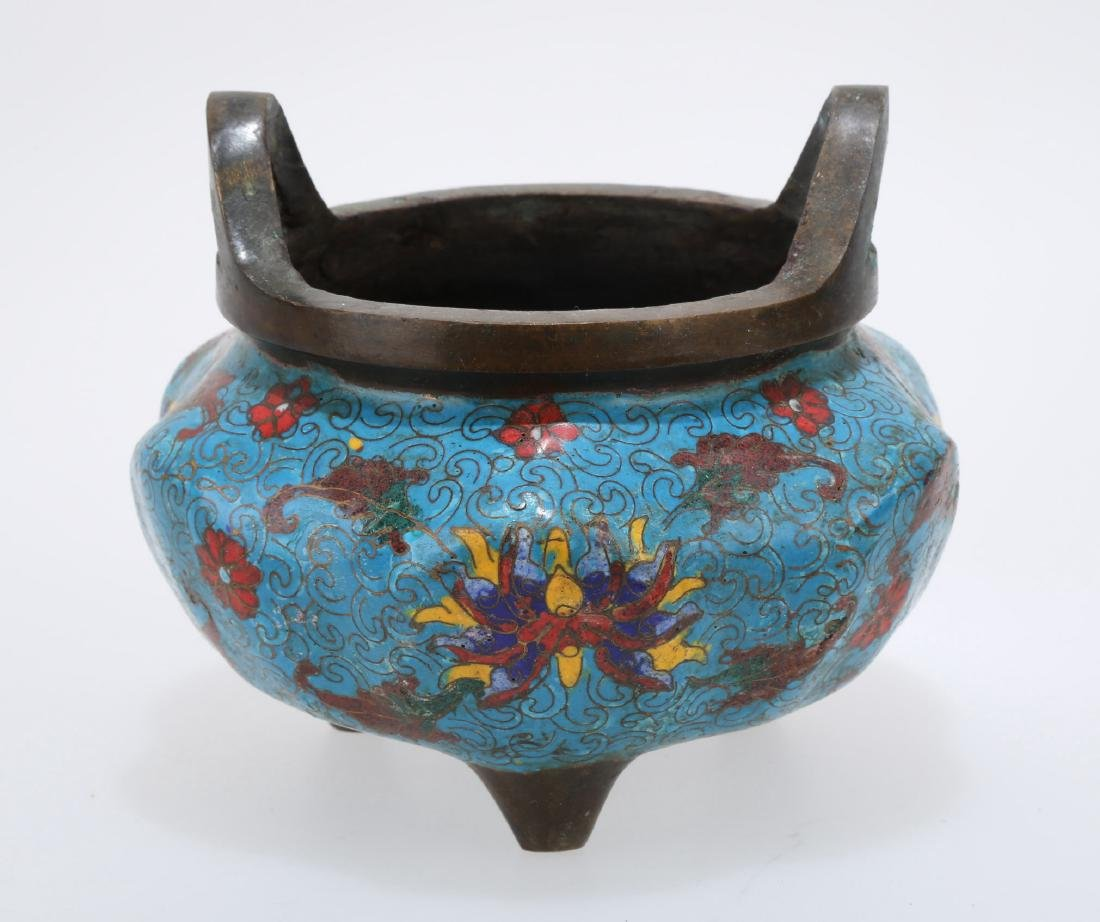 A DOUBLE EAR CLOISONNE ENAMEL INCENSE BURNER.THE BASE