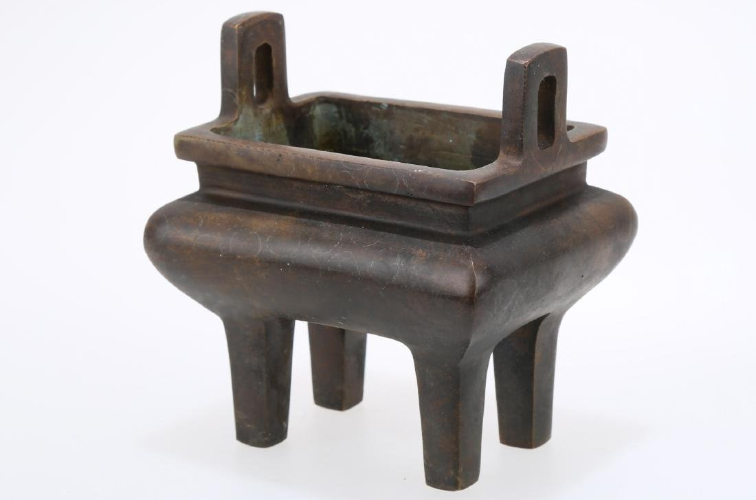 A DOUBLE EAR SQUARE BRONZE INCENSE BURNER.THE BASE