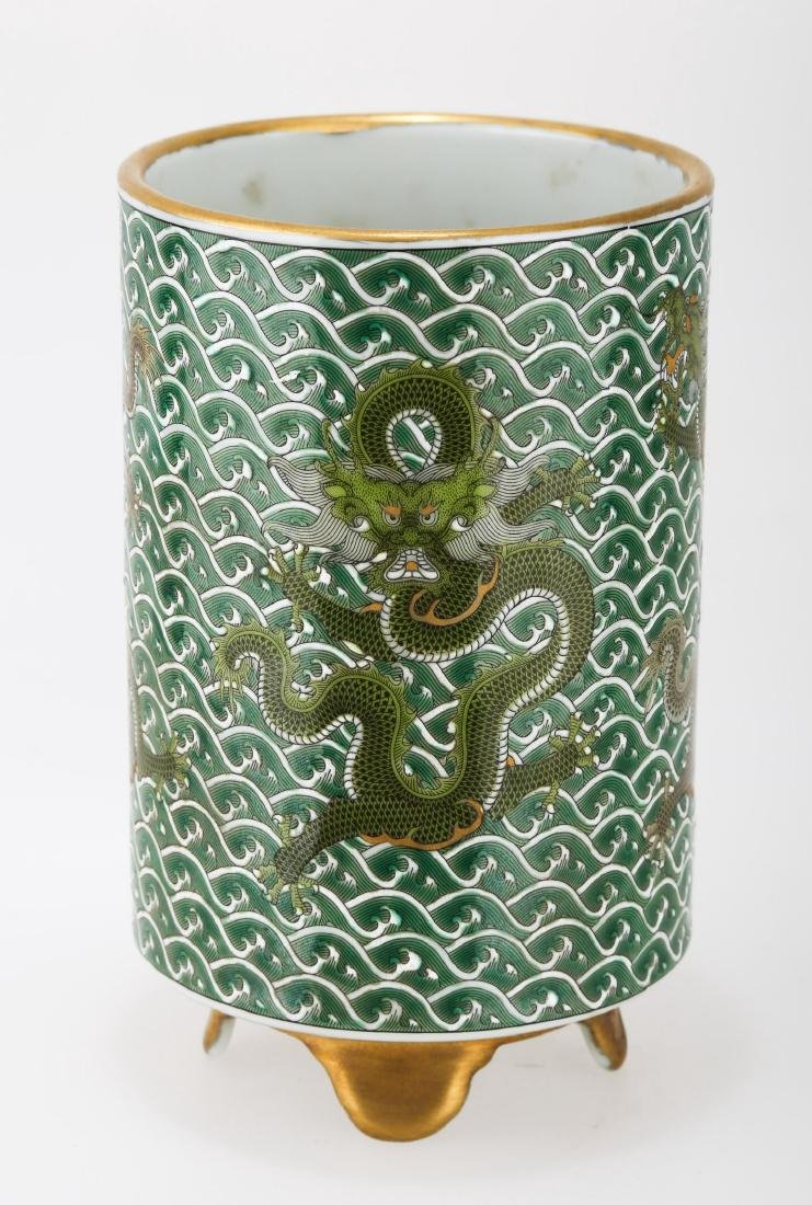 A GILT GREEN-GROUND PORCELAIN BRUSH HOLDER.THE BASE