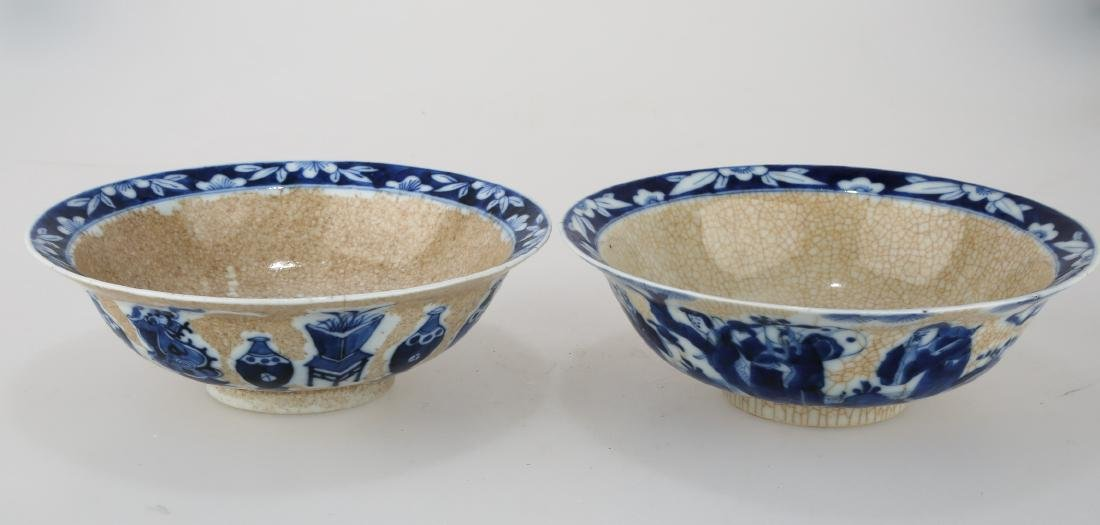 (2)  A PAIR OF MING DYNASTY STYLE BLUE AND WHITE