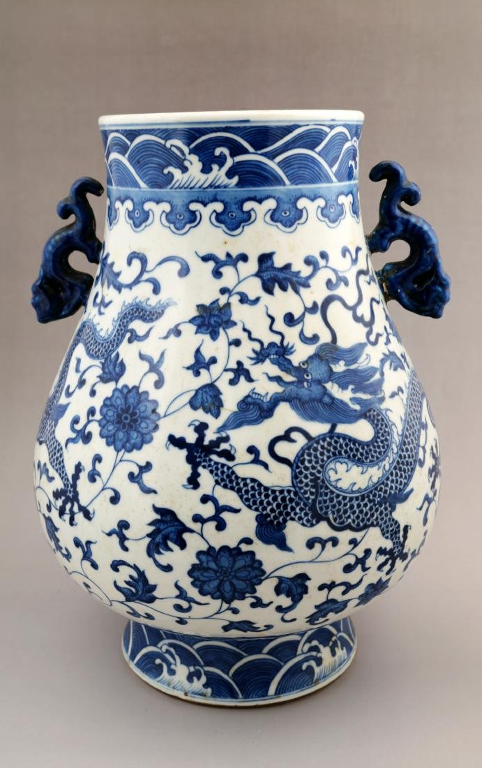 A BLUE AND WHITE ZUN-FORM VASE