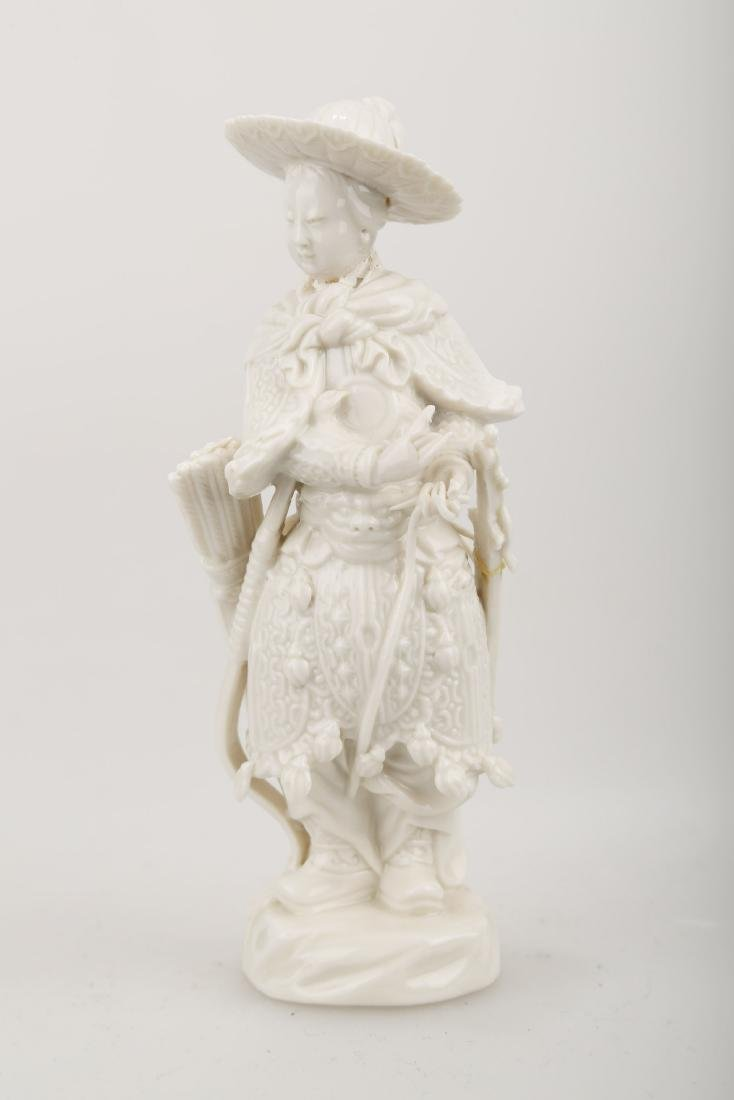 A BLANC DE PORCELAIN TRADITIONAL CHINESE WARRIOR