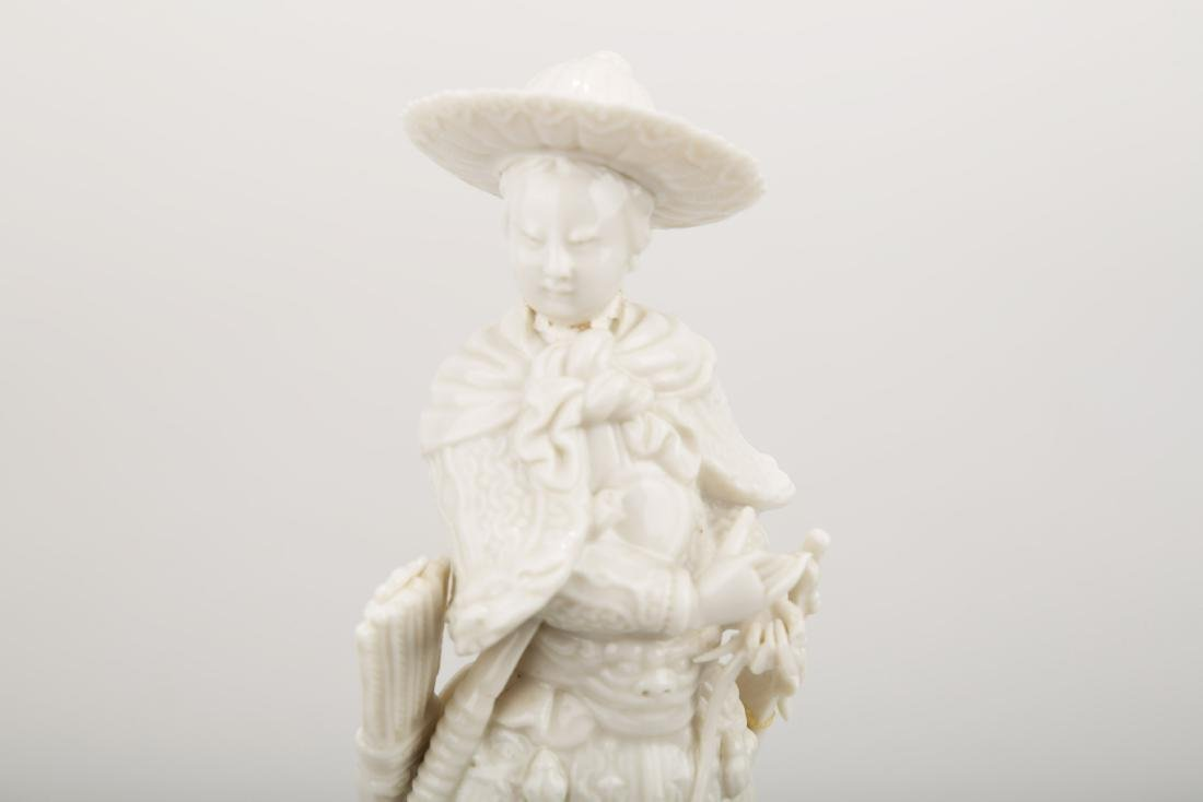A BLANC DE PORCELAIN TRADITIONAL CHINESE WARRIOR - 4