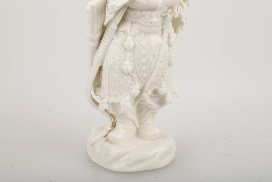 A BLANC DE PORCELAIN TRADITIONAL CHINESE WARRIOR - 5