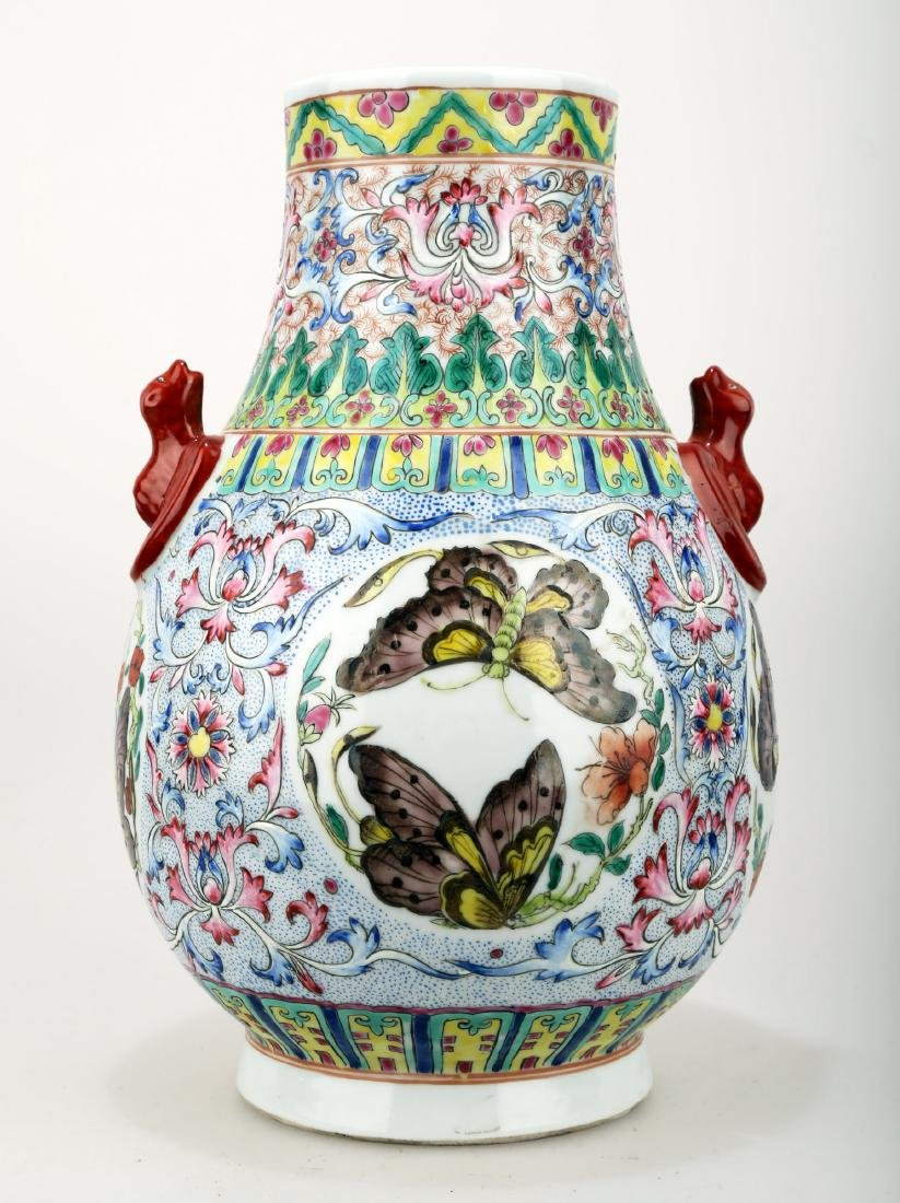 A FAMILLE ROSE PORCELAIN VASE WITH BAT HANDLES AND
