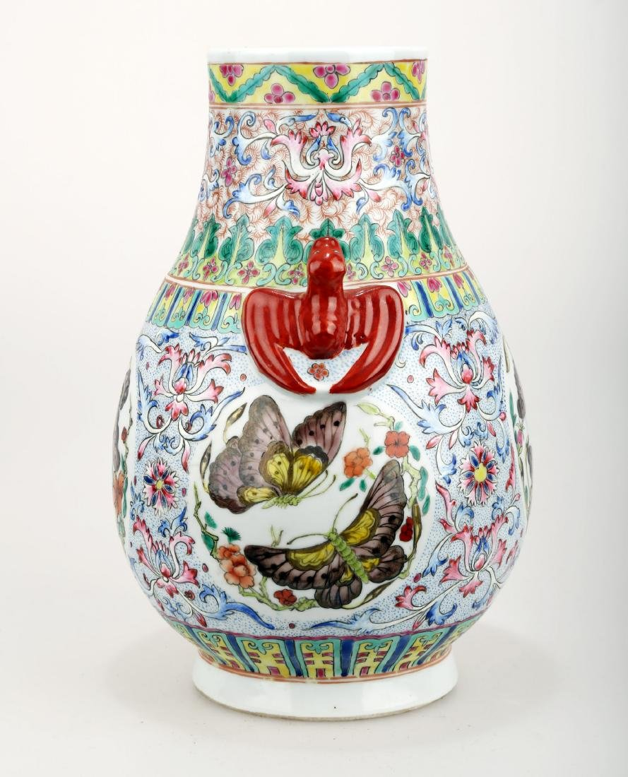 A FAMILLE ROSE PORCELAIN VASE WITH BAT HANDLES AND - 7