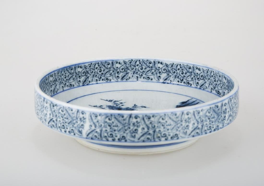 A CHINESE BLUE AND WHITE PORCELAIN DISH.THE BASE MARKED