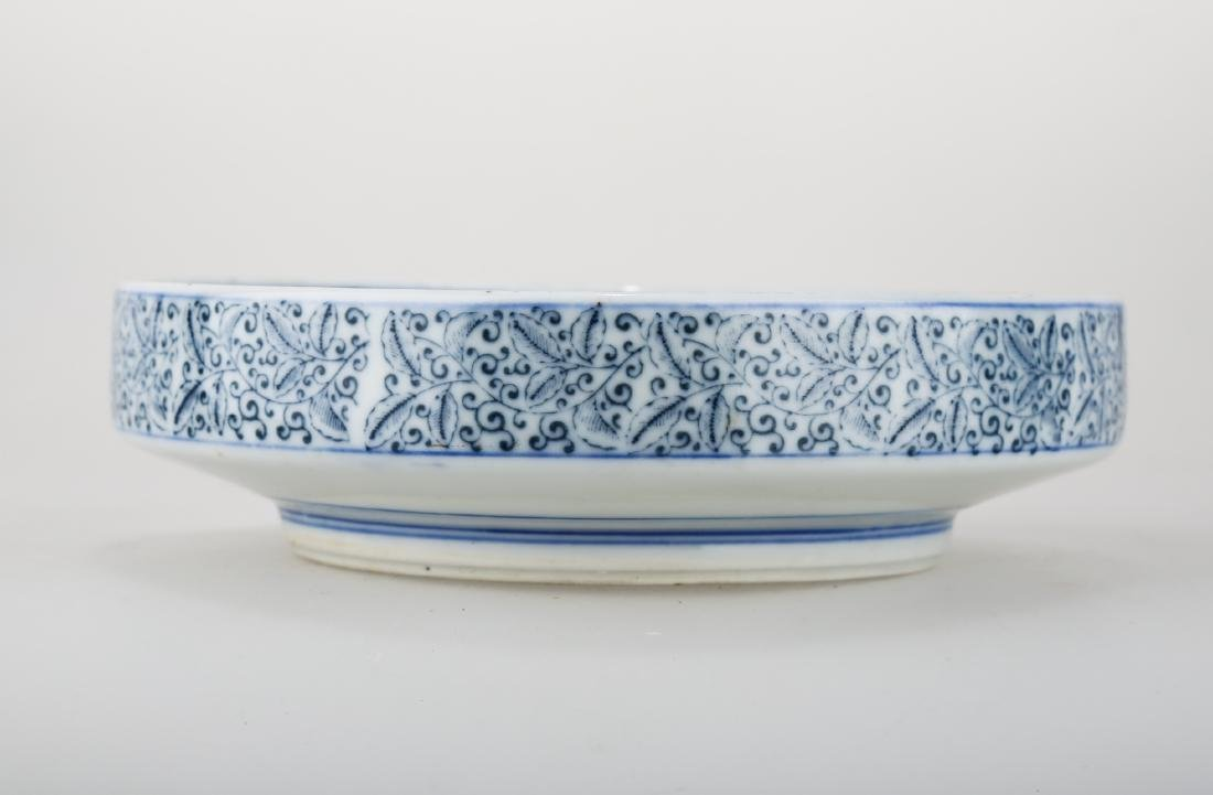 A CHINESE BLUE AND WHITE PORCELAIN DISH.THE BASE MARKED - 3