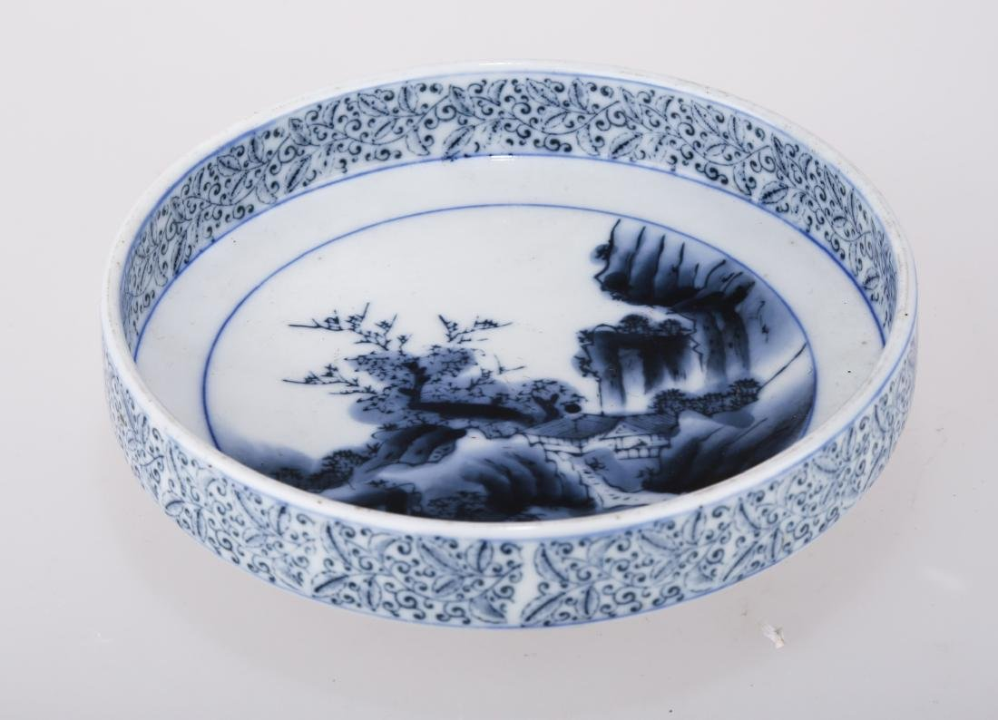 A CHINESE BLUE AND WHITE PORCELAIN DISH.THE BASE MARKED - 5
