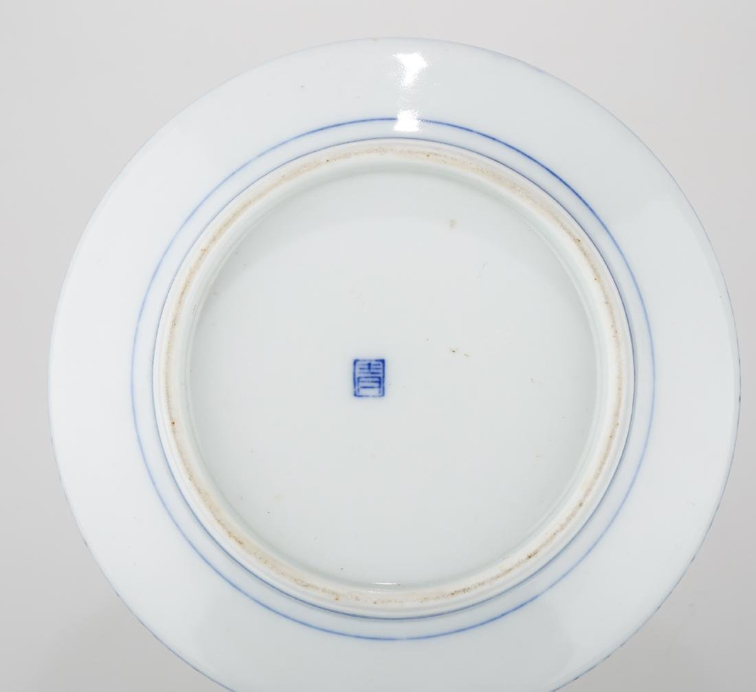 A CHINESE BLUE AND WHITE PORCELAIN DISH.THE BASE MARKED - 8