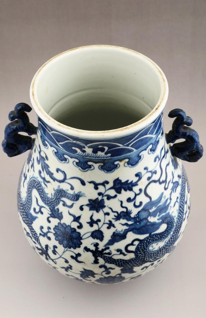 A BLUE AND WHITE ZUN-FORM VASE - 2