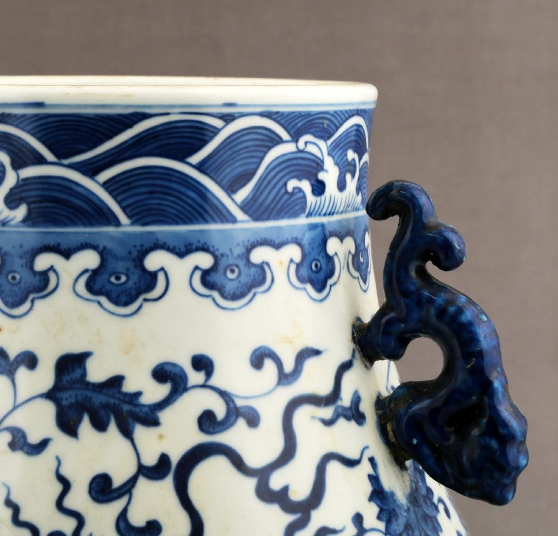 A BLUE AND WHITE ZUN-FORM VASE - 5