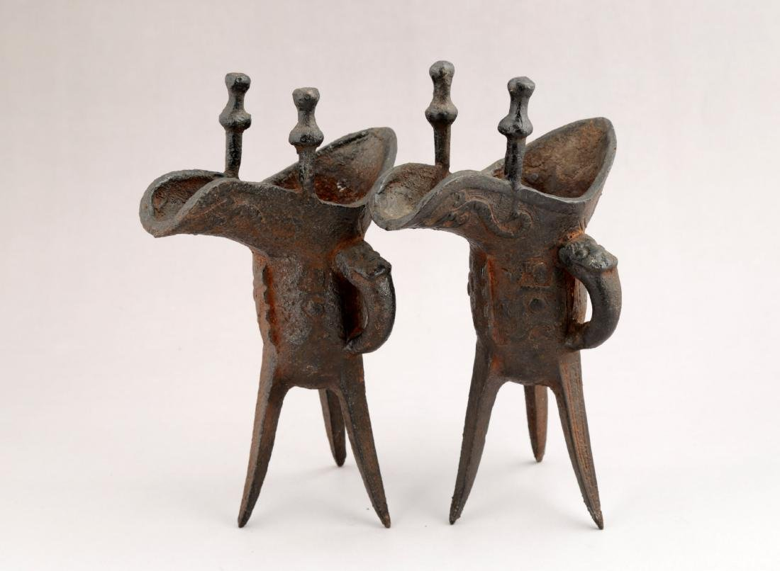 A PAIR OF METAL RITUAL WINE VESSELS,JUE-FORM.