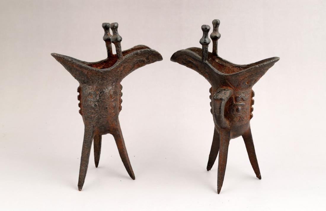 A PAIR OF METAL RITUAL WINE VESSELS,JUE-FORM. - 2