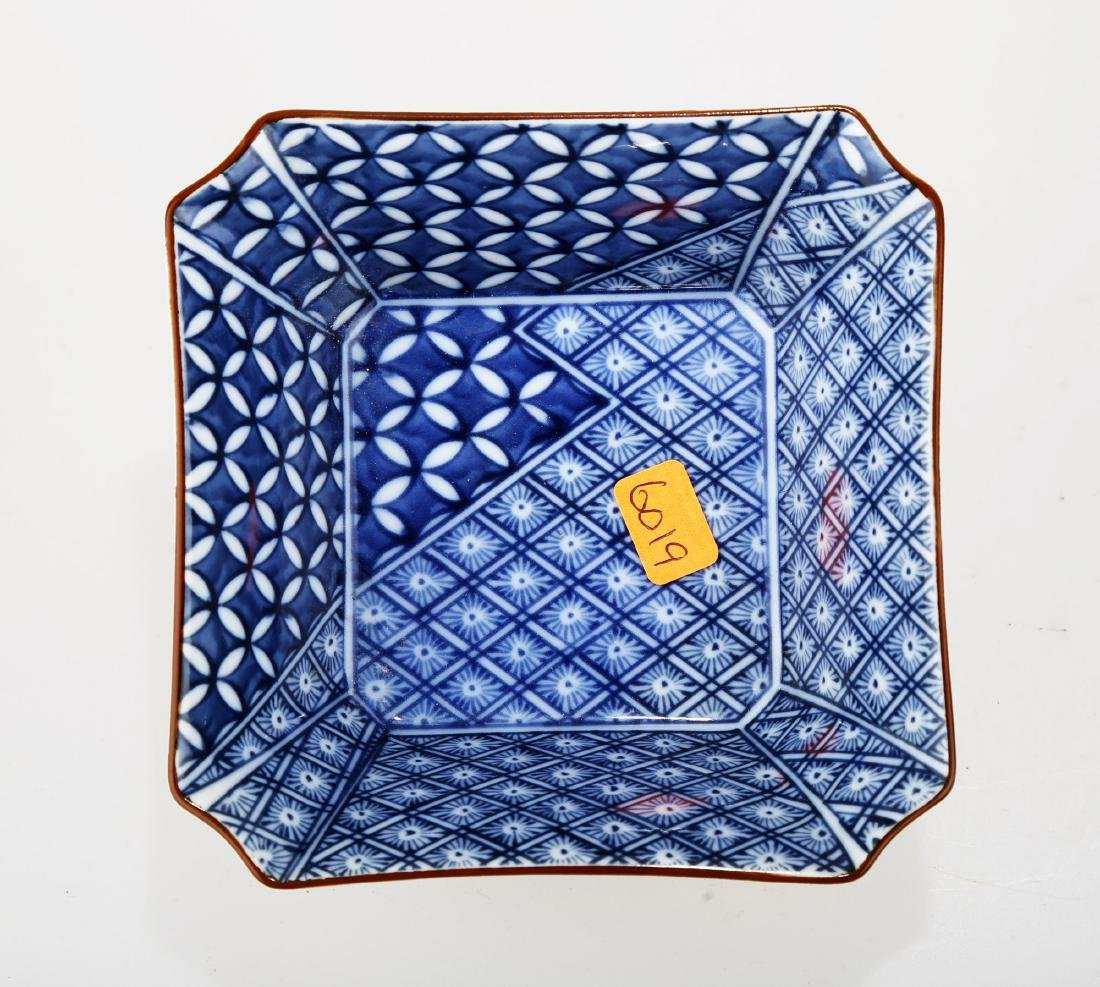 A JAPANESE BLUE AND WHITE PORCELAIN SQUARE PLATE.THE - 4