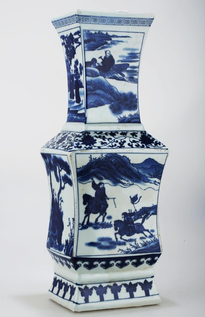 A BLUE AND WHITE PORCELAIN SQUARE VASE. THE BASE MARKED