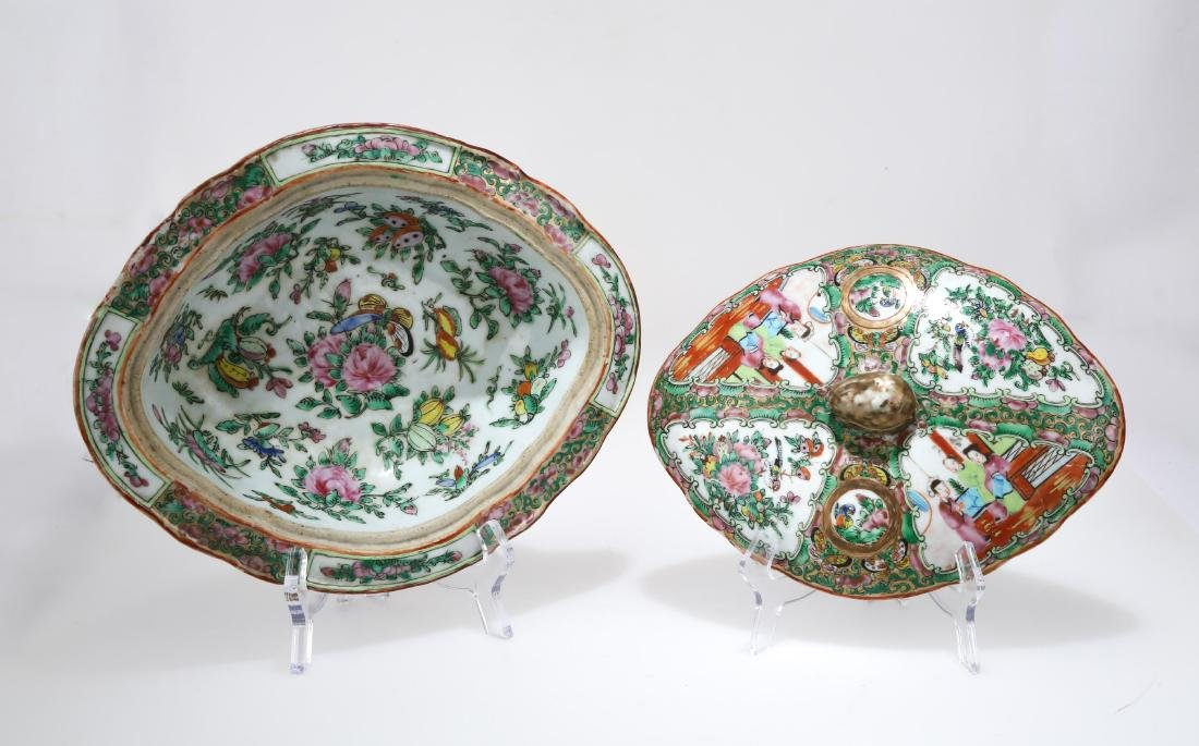 A KWON-GLAZED PORCELAIN BOX AND COVER.C178. - 3