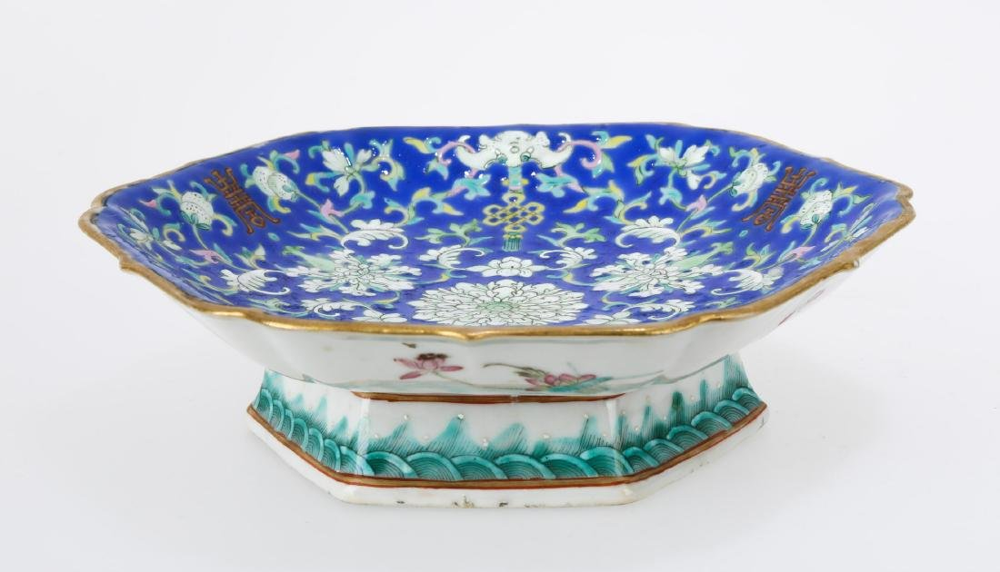A GILT FAMILLE ROSE PORCELAIN FOOTED DISH.C179.