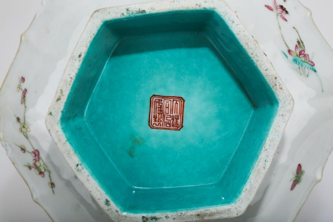 A GILT FAMILLE ROSE PORCELAIN FOOTED DISH.C179. - 6