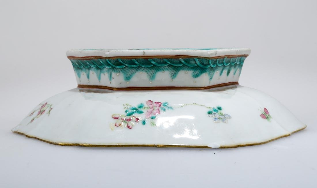 A GILT FAMILLE ROSE PORCELAIN FOOTED DISH.C179. - 8