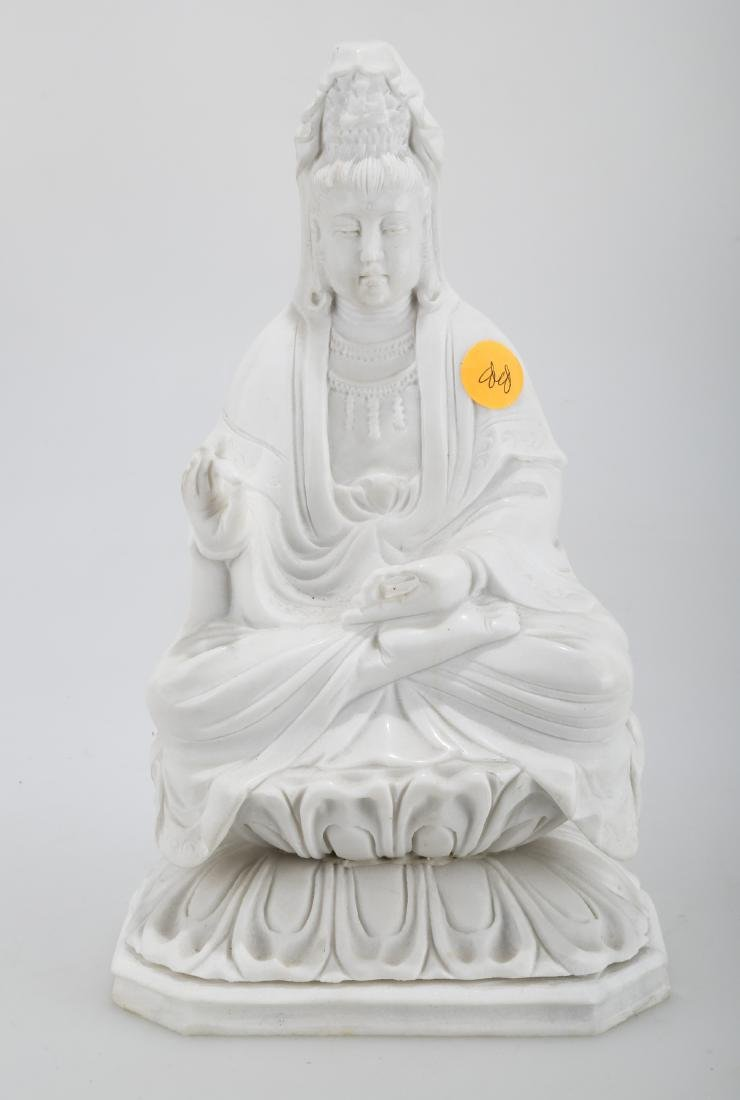 A CARVED MARBLE QUANYIN STATUE.S007.