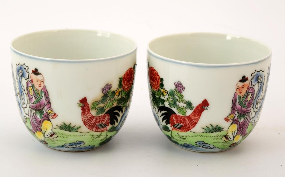 (2)   A PAIR OF FAMILLE ROSE CHICKEN CUPS.QIANGLONG
