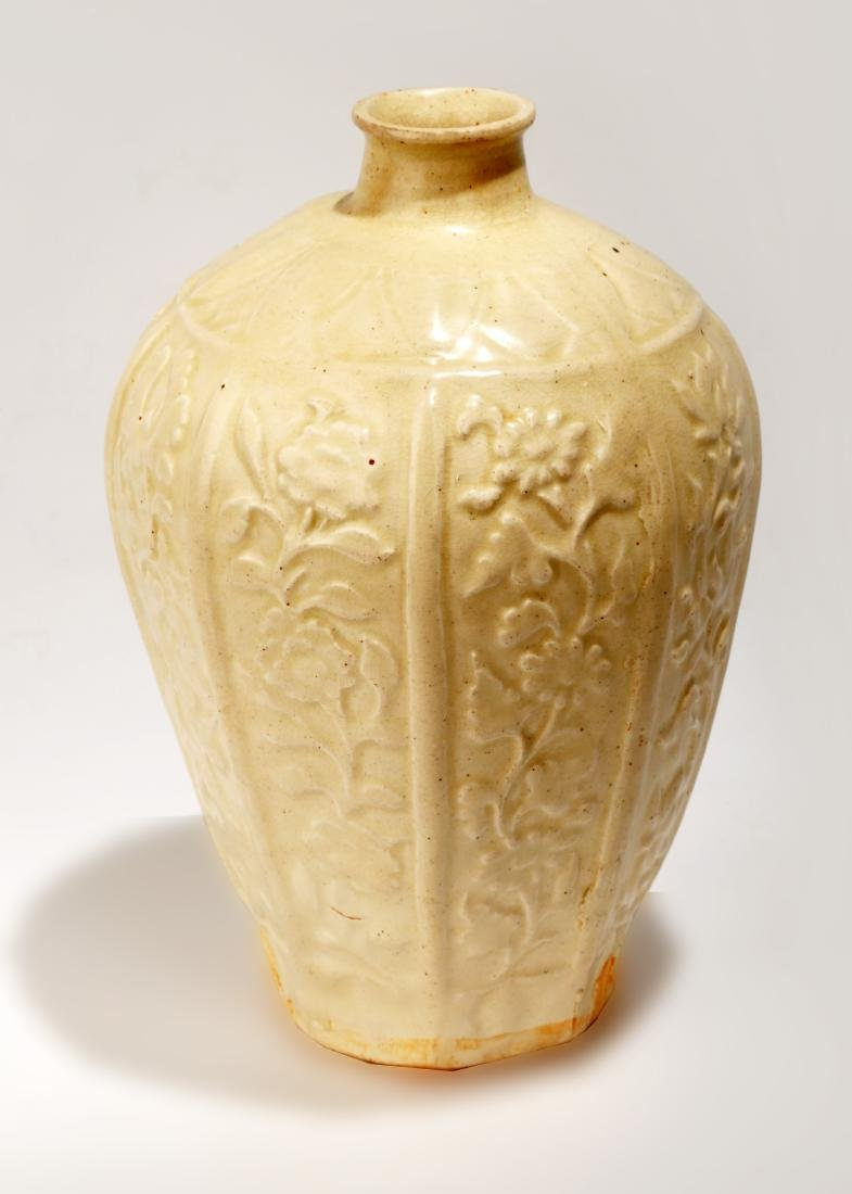 A DING YAO CARVED VASE,MEIPING.C001