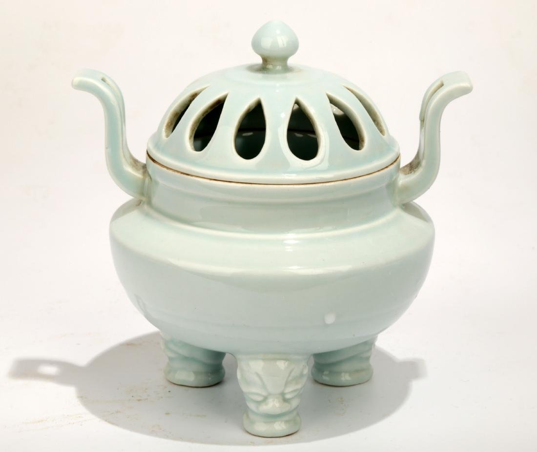 A YINGQING GLAZED HOLLOWED-OUT JRA AND COVER.C009
