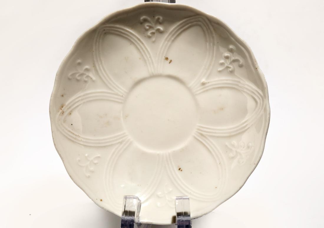 A WHITE GLAZE CARVED DISH.C015
