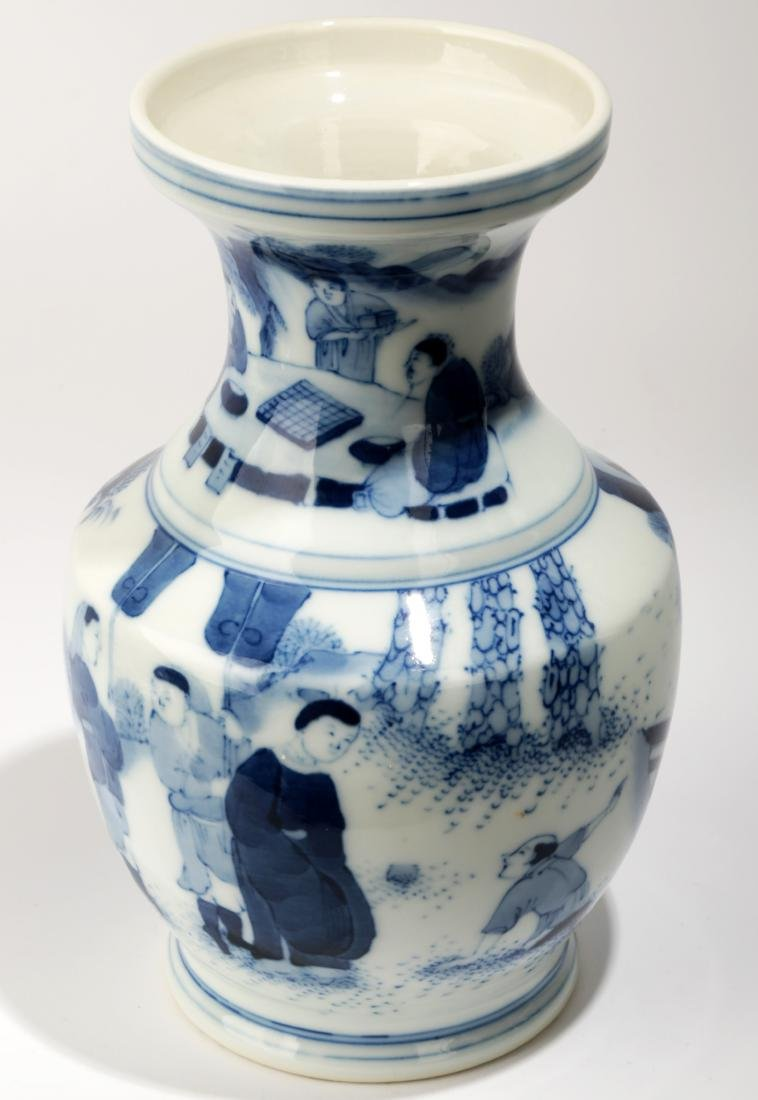 A BLUE AND WHITE DISH BUCCAL VASE.C063.