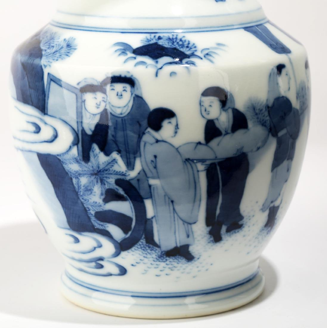 A BLUE AND WHITE DISH BUCCAL VASE.C063. - 3