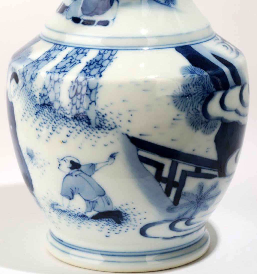 A BLUE AND WHITE DISH BUCCAL VASE.C063. - 5