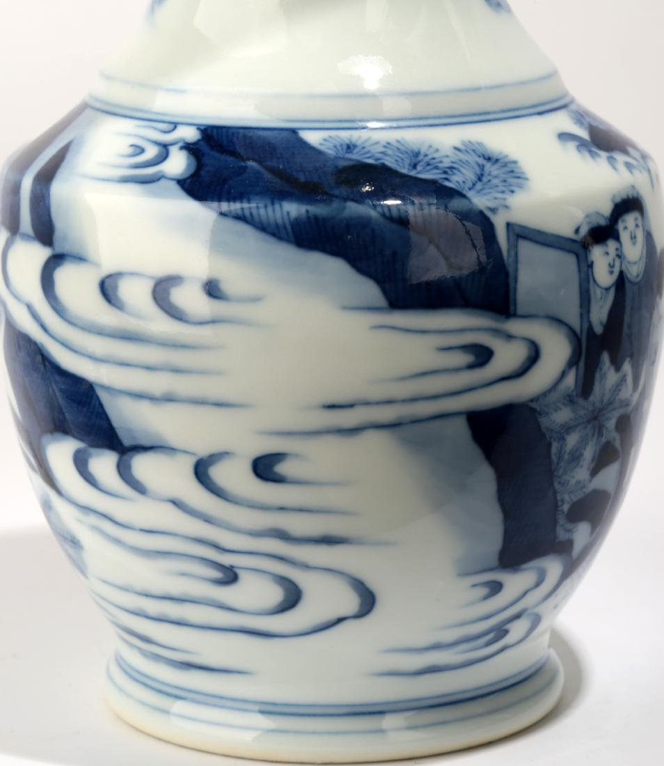 A BLUE AND WHITE DISH BUCCAL VASE.C063. - 6