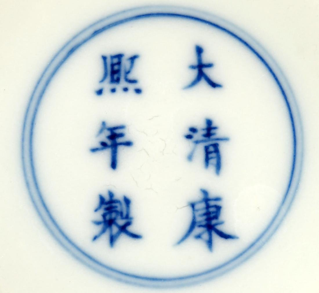 A BLUE AND WHITE DISH BUCCAL VASE.C063. - 9