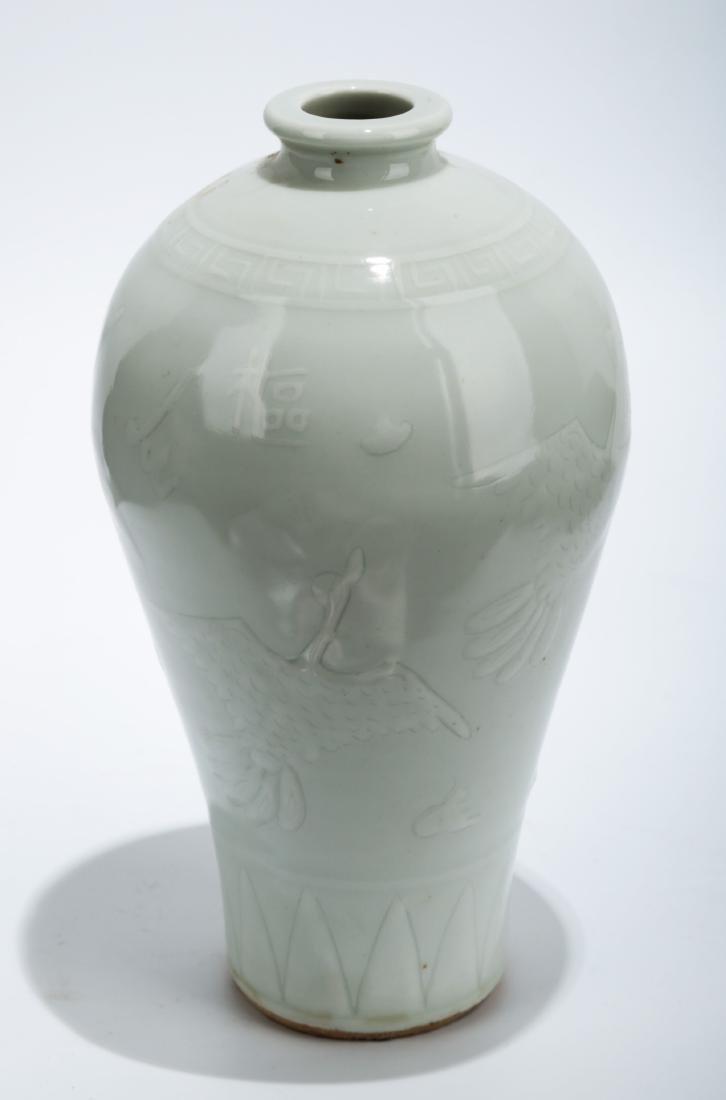 A SHUFU WARE LUANBAI (EGG WHITE GLAZE) PORCELAIN VASE