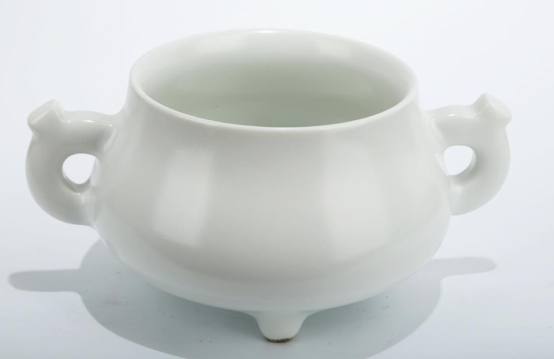A BLANC-DE-CHINA TRIPOD CENSER WITH TWO EARHANDLES.THE - 2