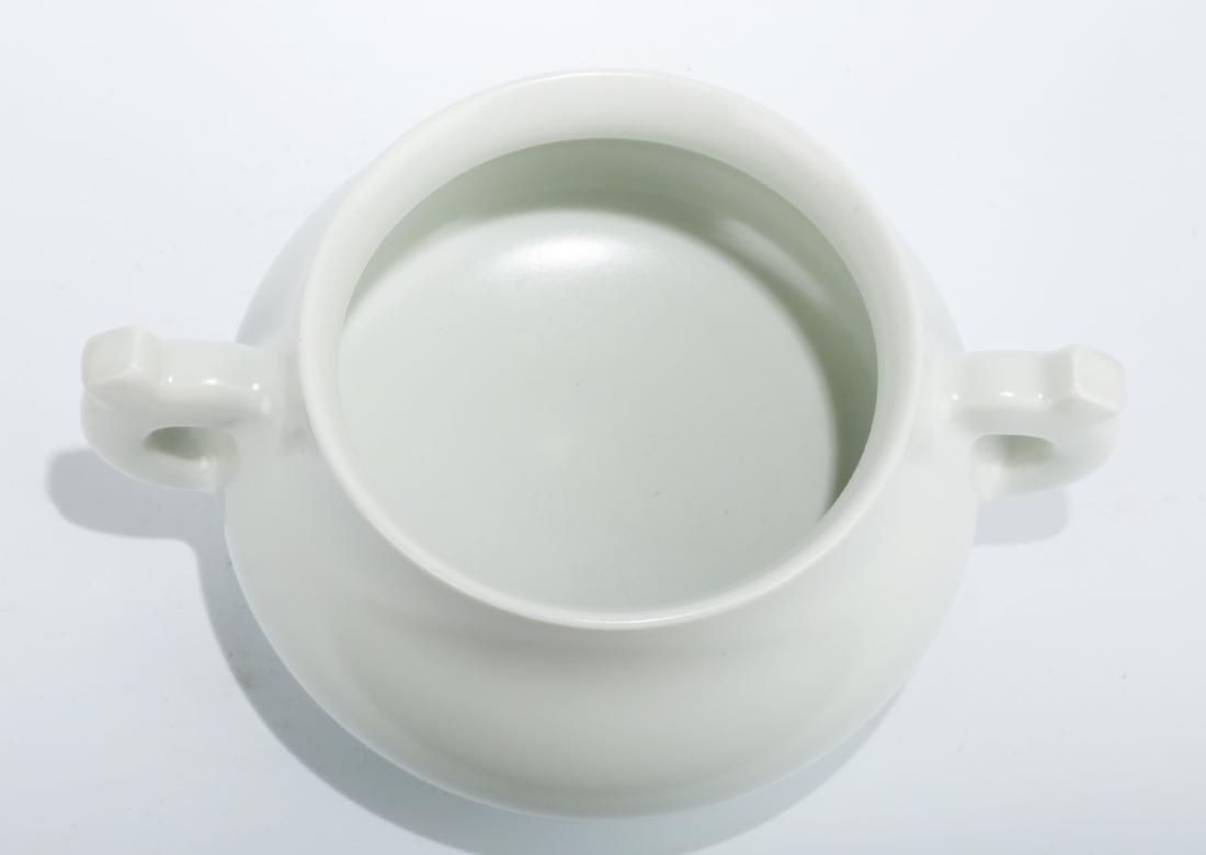 A BLANC-DE-CHINA TRIPOD CENSER WITH TWO EARHANDLES.THE - 3