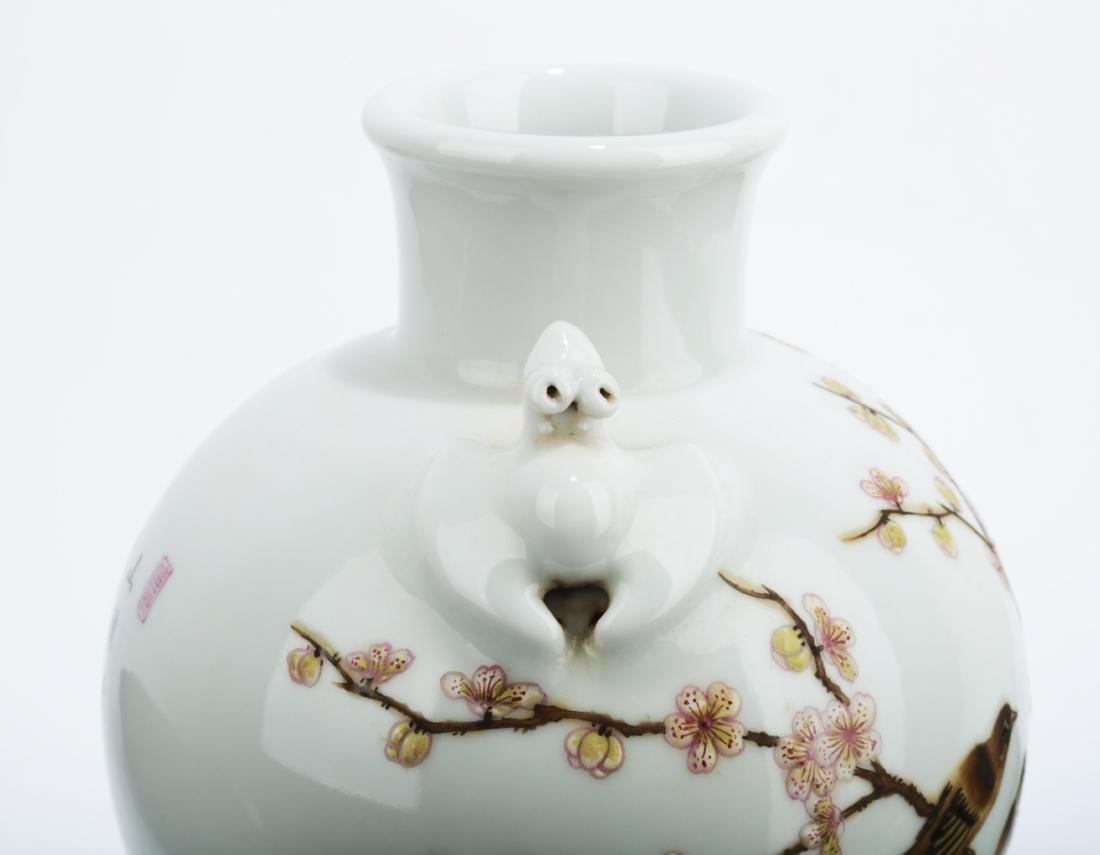 A FAMILLE ROSE PAINTED ENAMEL PORCELAIN VASE WITH TWO - 4