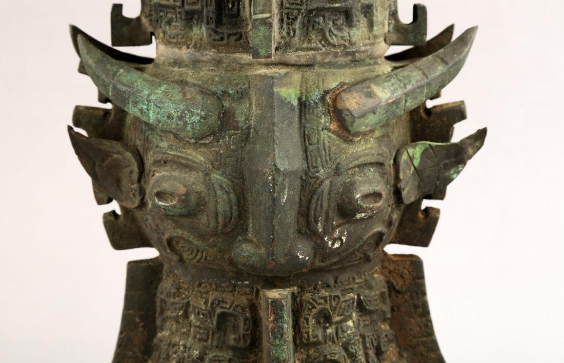 A CHINESE QING DYNASTY BRONZE ZUN. - 3