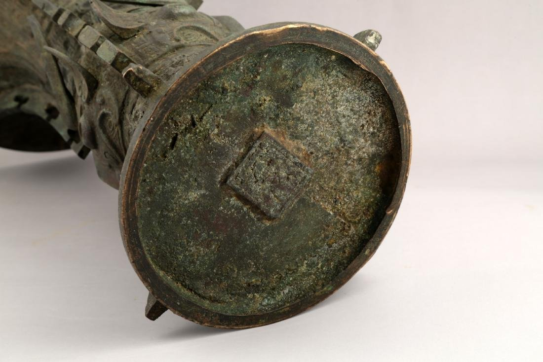 A CHINESE QING DYNASTY BRONZE ZUN. - 4