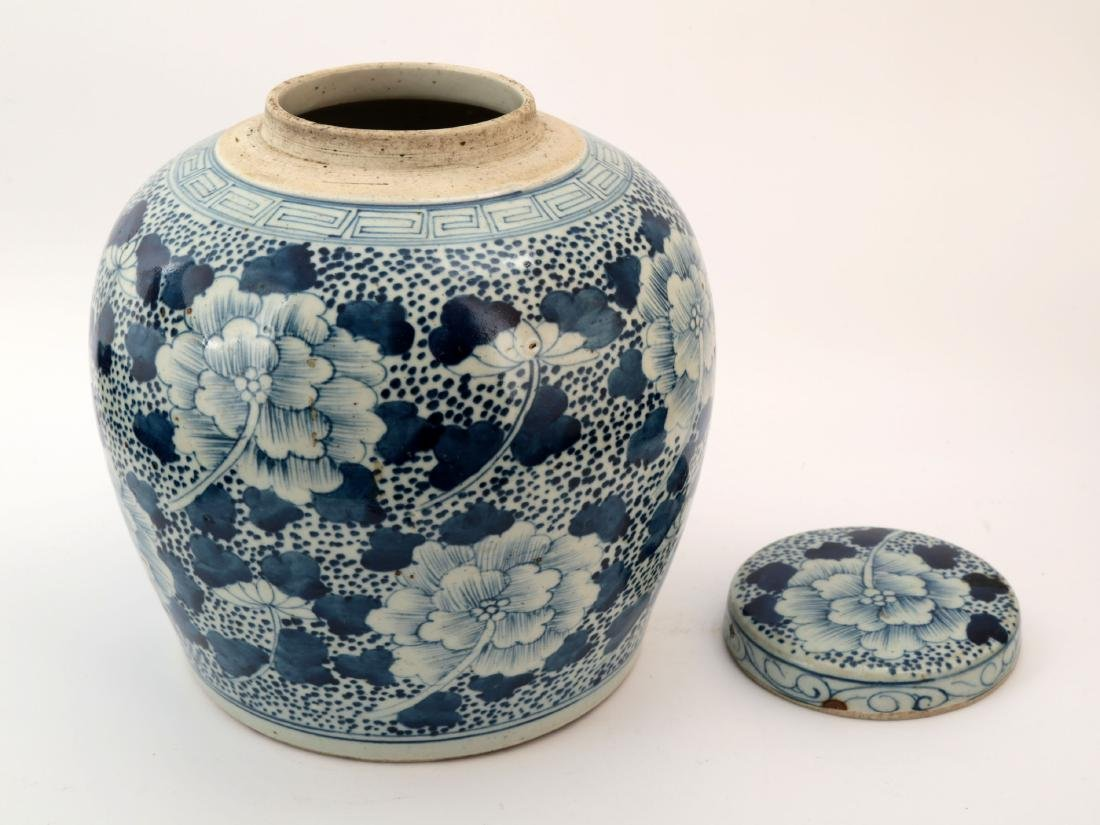 A BLUE AND WHITE PEONY JAR AND COVER - 5