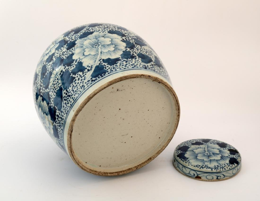 A BLUE AND WHITE PEONY JAR AND COVER - 6
