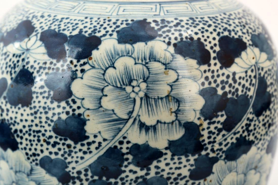A BLUE AND WHITE PEONY JAR AND COVER - 7