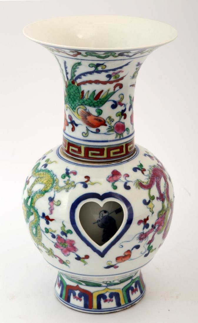 A FAMILLE ROSE FLOWERS ,BLUE AND WHIT REVOLVING VASE