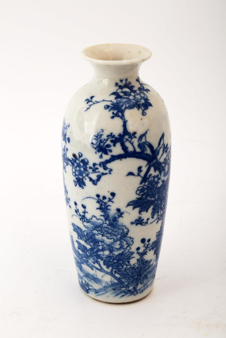 A SMALL BLUE AND WHITE FLOWERS AND BIRDS VASE.